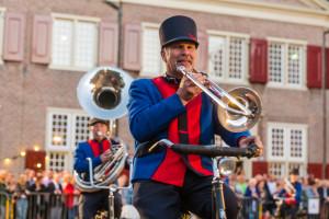 Vijf korpsen brengen spectaculaire shows op bevrijdingsdag Taptoe op het voorplein van Slot Zeist